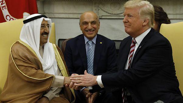 ترامب يبحث مع أمير الكويت سبل حل الأزمة الخليجية