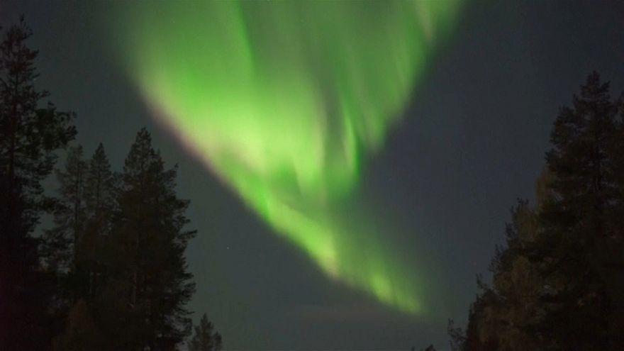أضواء مذهلة أنارت سماء منطقة لبونيا شمال فنلندا