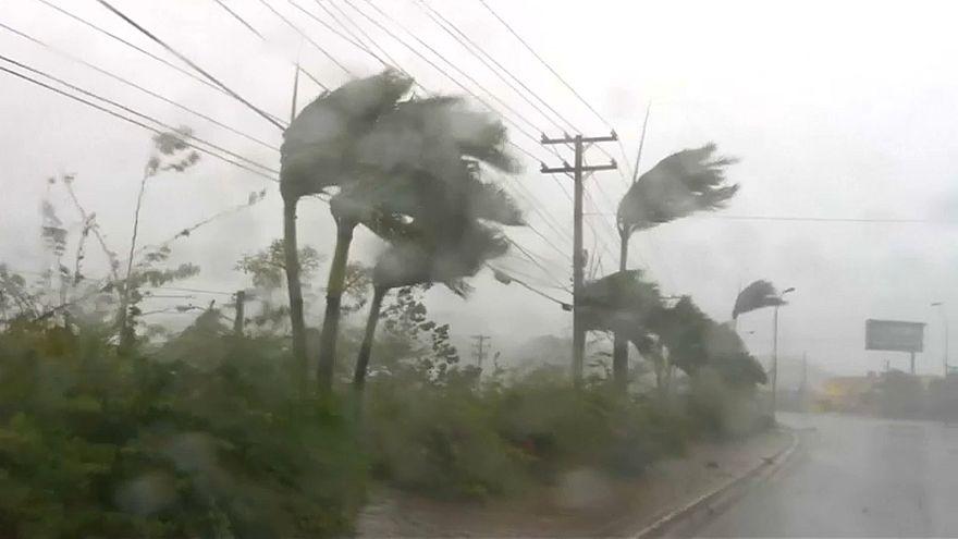 Florida retteg, de felkészül Irma érkezésére