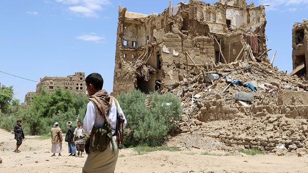 دهها حمله هوایی عربستان به یمن در یک شبانه روز