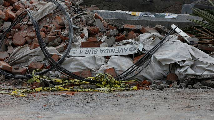 Sok a halott és az összedőlt ház a mexikói földrengés után