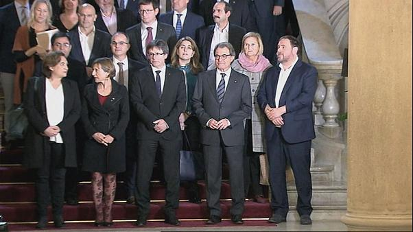 Catalonia mayors sign decree approving independence vote, defying Spanish government