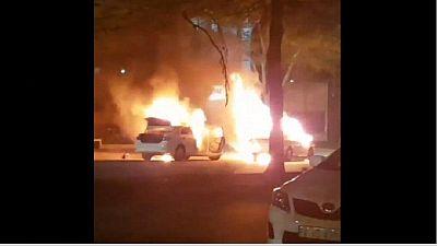 Des véhicules Uber et des taxis brûlés en Afrique du Sud