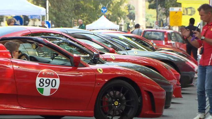 Ferrari invade ruas de Milão