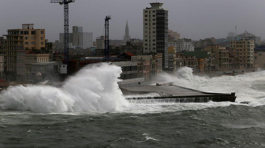 طوفان ایرما سواحل فلوریدا را در هم می کوبد