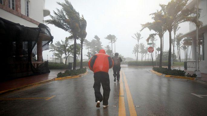 El huracán Irma llega a Florida reforzado