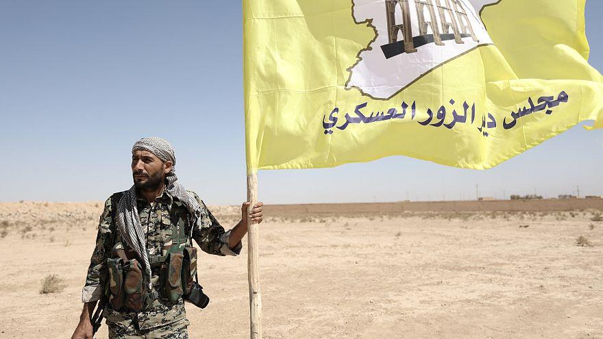 نبرد دیرالزور؛ گروههای مسلح و ارتش سوریه در ۱۵ کیلومتری یکدیگر