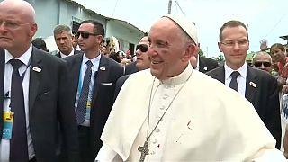 كدمة في وجه البابا لا تحول دون مواصلته الجولة في كولومبيا