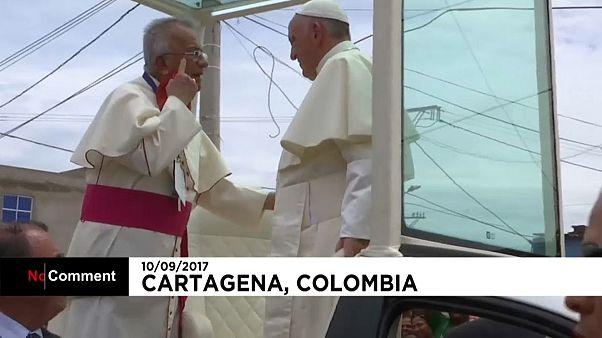 Папа Франциск получил травму в Колумбии
