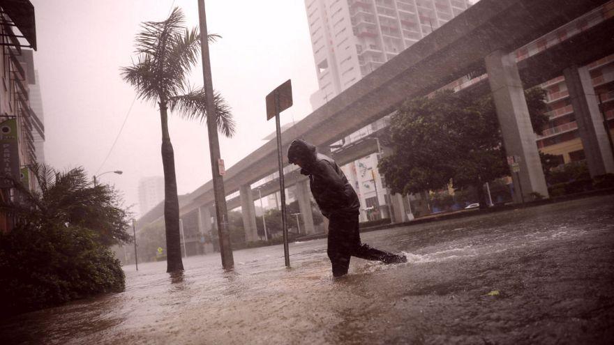 """""""Irma"""" schwächt sich ab: Lage weiter angespannt."""