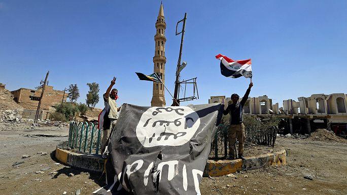 العراق يحتجز 1400 زوجة أجنبية وطفل لمقاتلي داعش