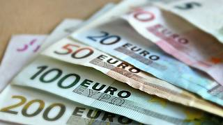 Italy's main opposition parties call for new currency to flank euro