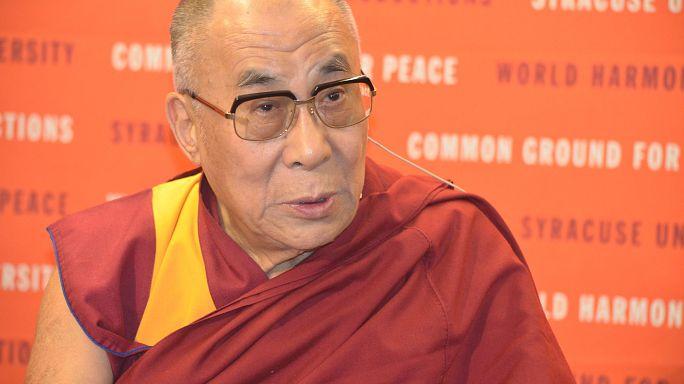 الدالاي لاما يدعو أونغ سان سو تشي إلى حل أزمة الروهينغا