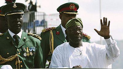 """""""Quittez le pouvoir ou le pouvoir vous quittera"""", Olusegun Obasanjo"""