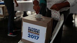 Venezuela: l'opposizione ci riprova e Maduro va in tournée