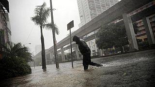 إعصار إرما يجتاح الحي المالي لمدينة ميامي الساحلية