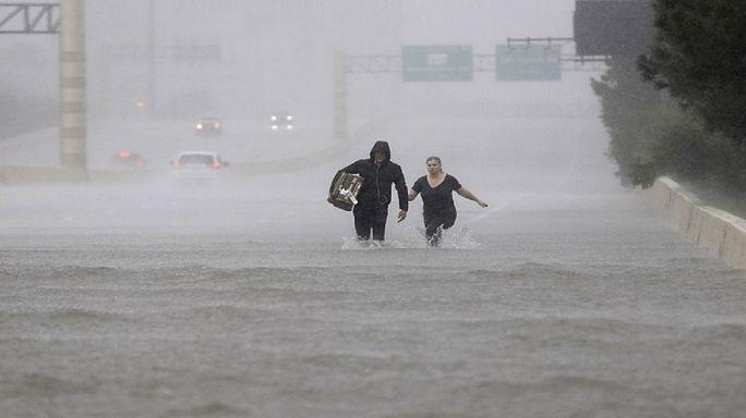 """شرطة فلوريدا للسكان: """"لا تطلقوا النار على إعصار إيرما"""""""