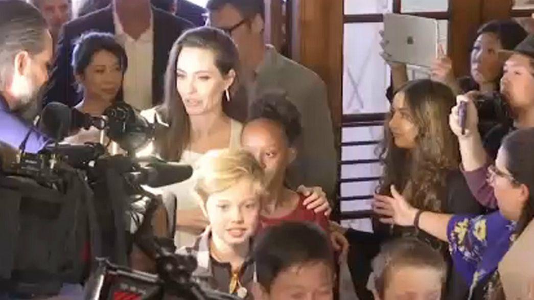 Angelina Jolie y George Clooney presentan sus películas en Toronto
