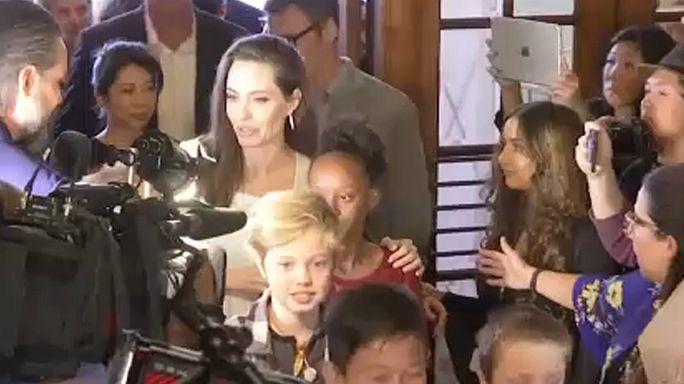 Jolie et Clooney présentent leurs bébés à Toronto