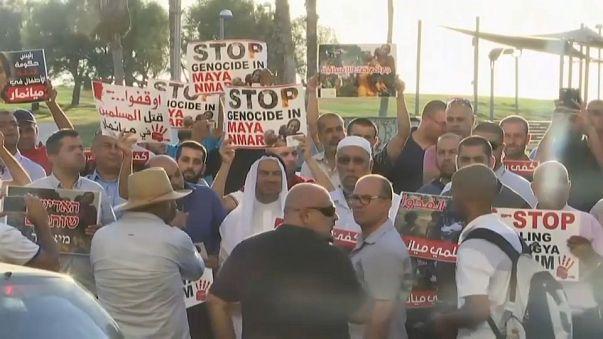 فلسطينيو الداخل يحتجون على قتل مسلمي الروهينغا امام سفارة ميانمار بتل أبيب