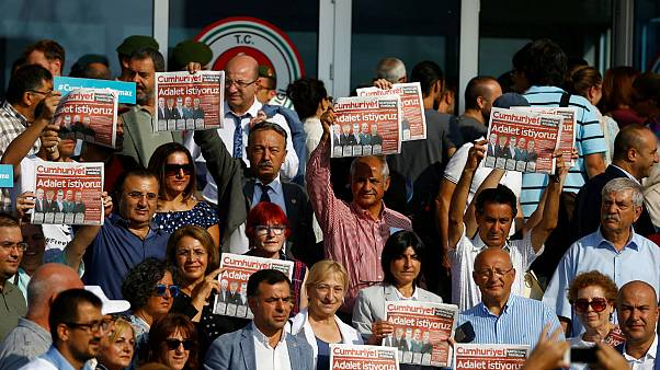 Turkish journalists to stay in jail
