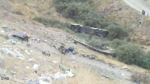 سقوط اتوبوس به دره در جاده جاجرود ۱۱ کشته و ۲۹ مجروح بر جای گذاشت