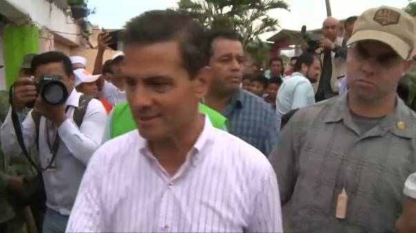 Peña Nieto visita zona afetada pelo terramoto