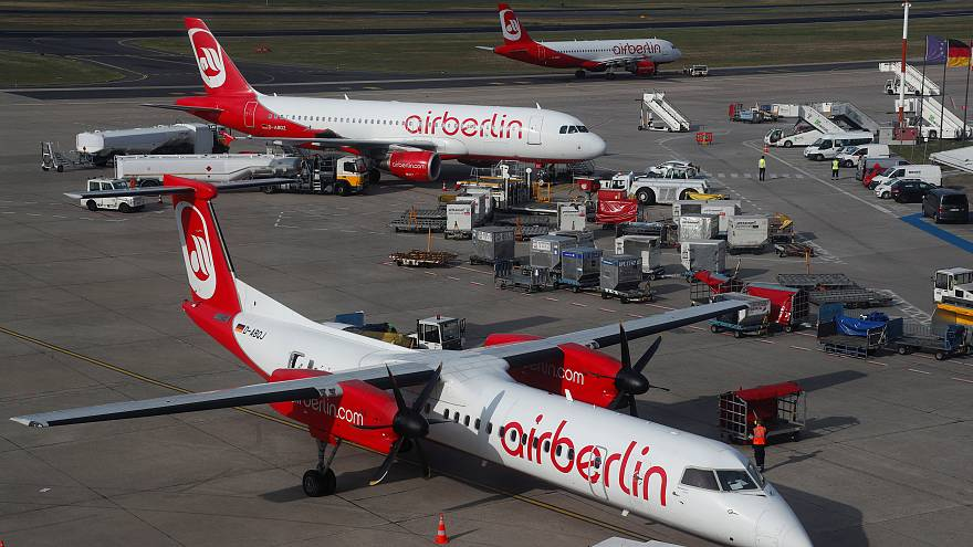 Air Berlin cancels 100 flights after pilots call in sick