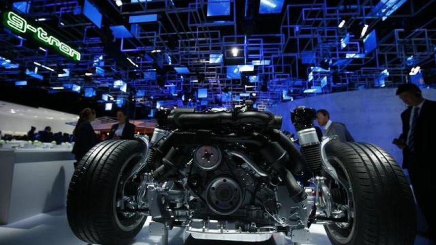 Carros elétricos brilham no salão de Frankfurt