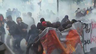 Fransa'da yeni çalışma yasası protesto edildi