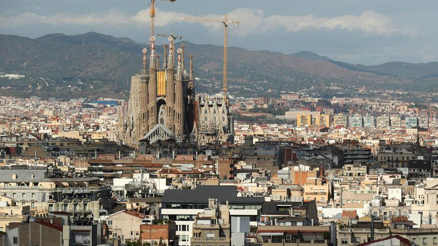 Police in Barcelona have evacuated the area around the Sagrada Familia church in an anti-terrorism operation