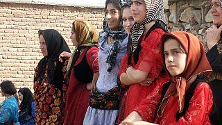 """زواج الفتيات الصغيرات في إيران : """"مودة ورحمة"""" أم صفقة مربحة؟"""