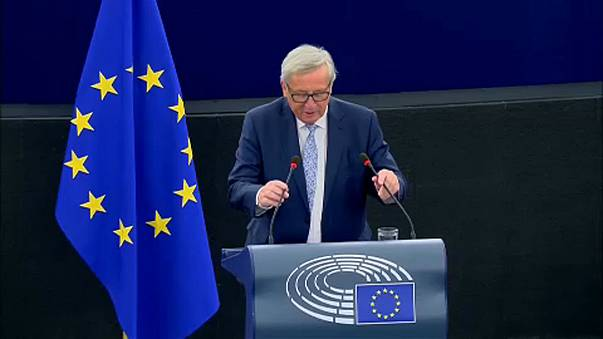 Juncker defende mais UE em torno do euro e de Schengen