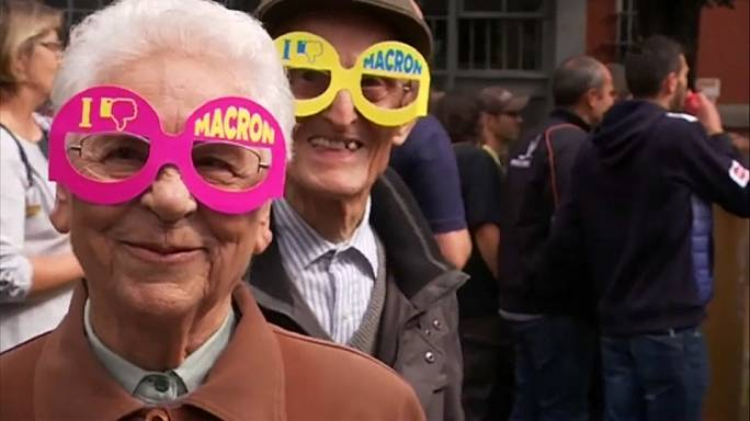 Des Français dans les rues : un coup de semonce contre Macron