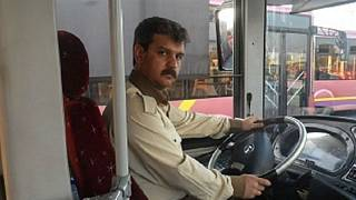 تهران؛ حمایت رانندگان شرکت واحد از رضا شهابی با چراغهای روشن