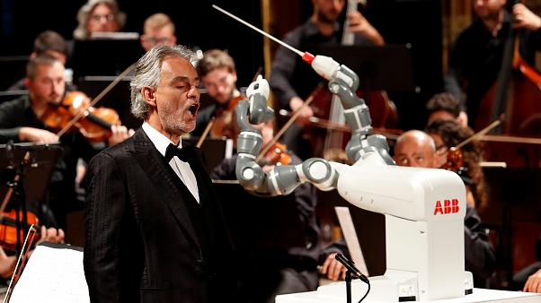 Robot conductor shares stage with Italian tenor Andrea Bocelli