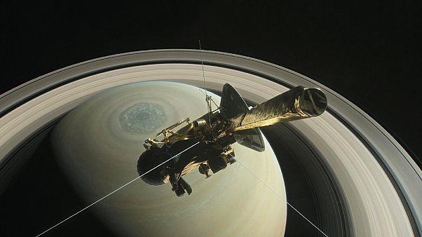 Cassini plonge vers Saturne