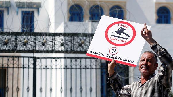 البرلمان التونسي يصادق على قانون المصالحة فهل سيعود بن علي من منفاه؟