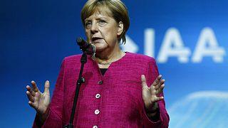 Salone dell'auto di Francoforte: Merkel punta sull'elettromobilità