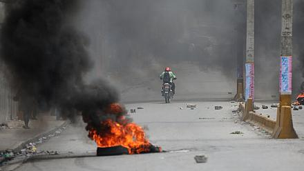 Fires and teargas fill streets during protests in Haiti [no comment]