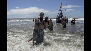 2 die as boat carrying Rohingya Muslims capsizes