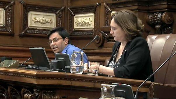 Colau acuerda con la Generalitat el voto en Barcelona el 1-O