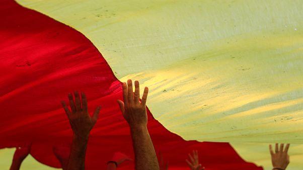 Les séparatistes catalans lancent leur campagne dans l'illégalité