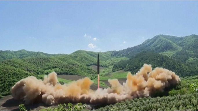 """КНДР бьёт """"холостой"""" ракетой над Японией"""