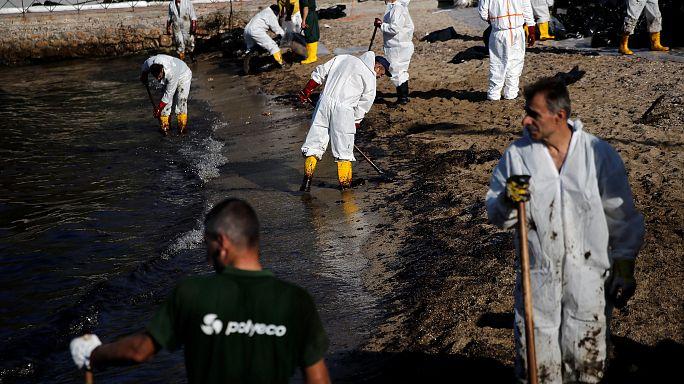 Olajszennyezés a tengeren Athén mellett
