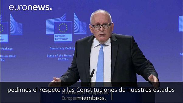"""Timmermans insiste en que Juncker apoya el """"respeto a la Constitución"""" española"""
