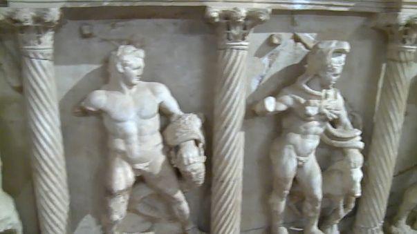 """Schweiz gibt gestohlenen """"Sarkophag des Herakles"""" an Türkei zurück"""
