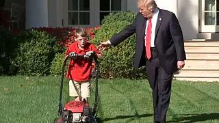 Trump 'küçük girişimcinin' elinden tuttu