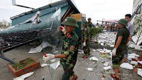 پاکسازی شهرها پس از وقوع طوفان «دوکسوری» در ویتنام