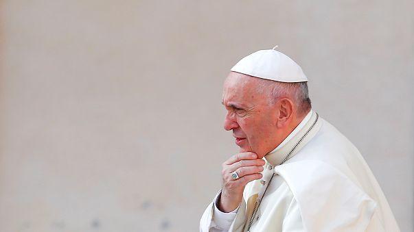 الفاتيكان تستدعي قسّا من واشنطن للتحقيق بشأن مواد إباحية للأطفال
